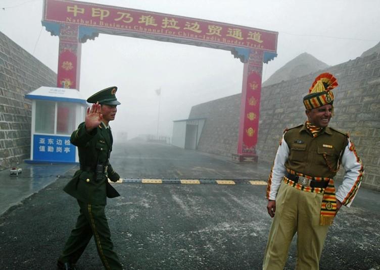 डोकलाम से भारत-चीन हटाएंगे अपनी सेना