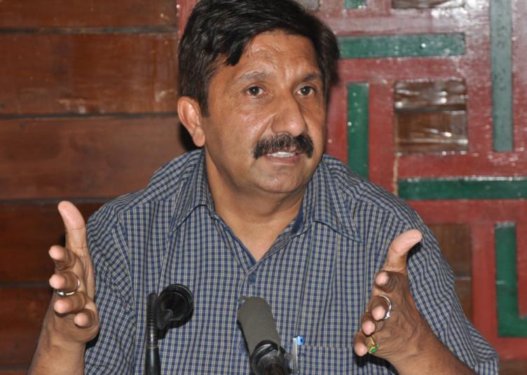 कांग्रेस पार्टी में किसी तरह की गुटबाजी नहीं : मुकेश अग्निहोत्री