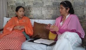 हिमशिमला लाइव की प्रधान संपादक सरिता चौहान से पहाड़ी लोक गायिका शांति बिष्ट की खास बातचीत