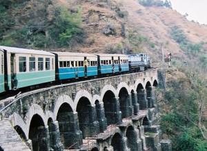 19वीं शताब्दी के अंतिम वर्षों में कलकता-शिमला रेल मार्ग का निर्माण हुआ और 6 नबंर 19०3 को पहली रेलगाड़ी शिमला पहुंची।