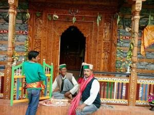 Priest-on-the-main-door-of-mandir