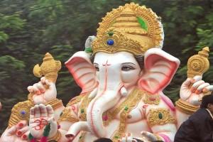 आज के दिन भगवान गणेश की प्रतिमा को घर लाना सबसे पवित्र समझा जाता है