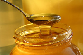 शहद सूखी त्वचा, खुजली और विभिन्न त्वचा रोगों के लिए फायदेमंद