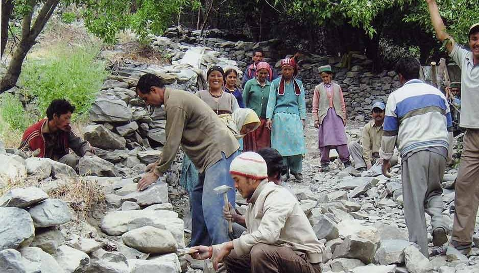 मुख्यमंत्री बोले: बेरोज़गार ग्रामीण मनरेगा के तहत अपनी भूमि पर कर सकते हैं काम