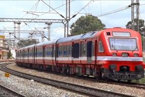 रेल टिकट खरीदने के लिए महिला यात्रियों