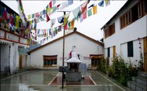 लाहौली हिन्दू और बौद्ध परंपरा के अनुयायी