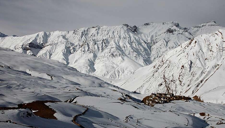 हरी भरी वादियों से दूर, बर्फ से ढके पर्वतों का नूर : किब्बर