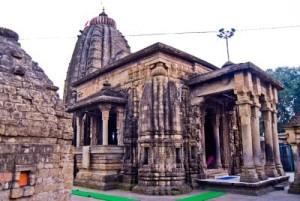 हिमाचल प्रदेश की प्राचीन कलाएं, मंदिरों के वास्तुशिल्प, लकड़ी पर खुदाई, पत्थरों और धातुओं की मूर्तियों तथा चम्बा रूमालों आदि के रूप में आज भी सुरक्षित
