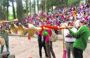 विवाहों तथा मांगलिक अवसरों की शोभा बढ़ाते हैं रणसिंगा, शहनाई व बीण