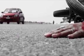 छात्रा के बाइक से गिरकर टिपर के नीचे आने से मौत