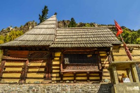 मृकुला-प्राचीन मन्दिर बौद्ध तांत्रिक देवी वज्रवराह को समर्पित रहा है