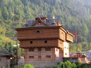 हिमाचल प्रदेश की राजधानी शिमला से 180 किलोमीटर दूर सराहन में व्यास नदी के तट पर स्थित है भीमाकाली मन्दिर