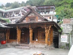 परम्परागत शैली में बना है वशिष्ट मन्दिर