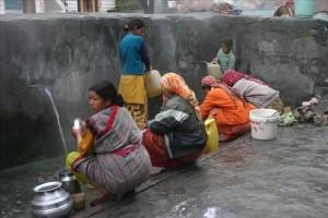 वशिष्ठ गांव की स्थानीय महिलाएं व बच्चे