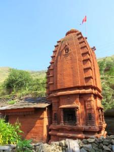 """सतलुज के किनारे बसे सुंदर गांव निरथ में बहुत से प्राचीन मंदिर में से एक """"सूर्य मंदिर"""""""