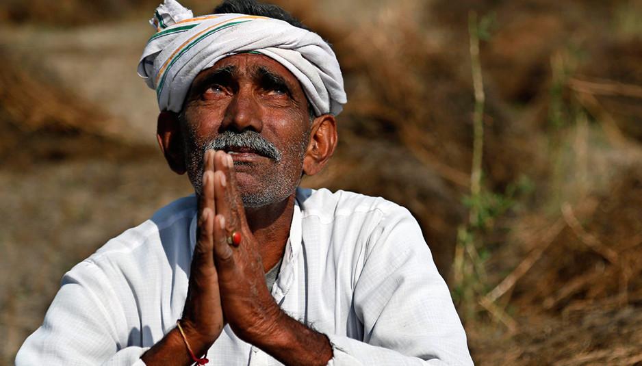 कहीं फसलों के सही न मिलते दाम, तो कहीं जंगली जानवरों का कहर...कहीं आसमान से गिरती आपदा, तो कहीं सूखे की मार...क्या करे किसान