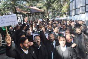 शिमला में फैले पीलिया को लेकर हाईकोर्ट बार एसोसिएशन ने किया विरोध प्रदर्शन