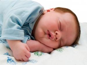 बच्चे को आराम करने और सुलाने का तरीका