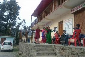 नुक्कड़ नाटकों के माध्यम से प्रदेश सरकार की विकासात्मक एवं कल्याणकारी नीतियों से लोगों को किया जागरूक