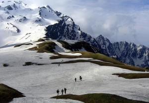 प्राकृतिक सौन्दर्य से भरपूर पर्यटन स्थल मुख्य तौर पर स्कीइंग के लिये प्रसिद्ध