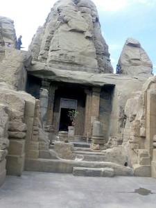 मंदिर समूह के बारे में कुछ रहस्यमयी, रोचक, लोकोक्तियां एवं कथाएं प्रचलित