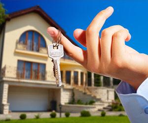अपनी संपत्ति को उपहार के रूप में अपने किसी रिश्तेदार या तीसरे व्यक्ति को भेंट कर देना या नाम कर देना कहलाता है संपत्ति हस्तांतरण (ट्रान्सफर)।