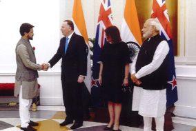 अनुराग ठाकुर ने नई दिल्ली में न्यूजीलैंड के प्रधानमंत्री जॉन की से की मुलाकात