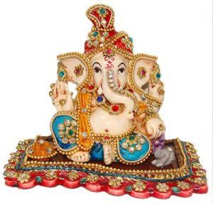 भगवान गणेश गजमुख, गजानन के नाम से जाने जाते हैं, क्योंकि उनका मुख गज यानी हाथी का है