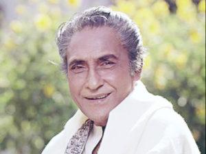 अशोक कुमार एक बेहतरीन चित्रकार, शतरंज खिलाड़ी, एक होम्योपैथ व कई भाषाओं के ज्ञाता थे
