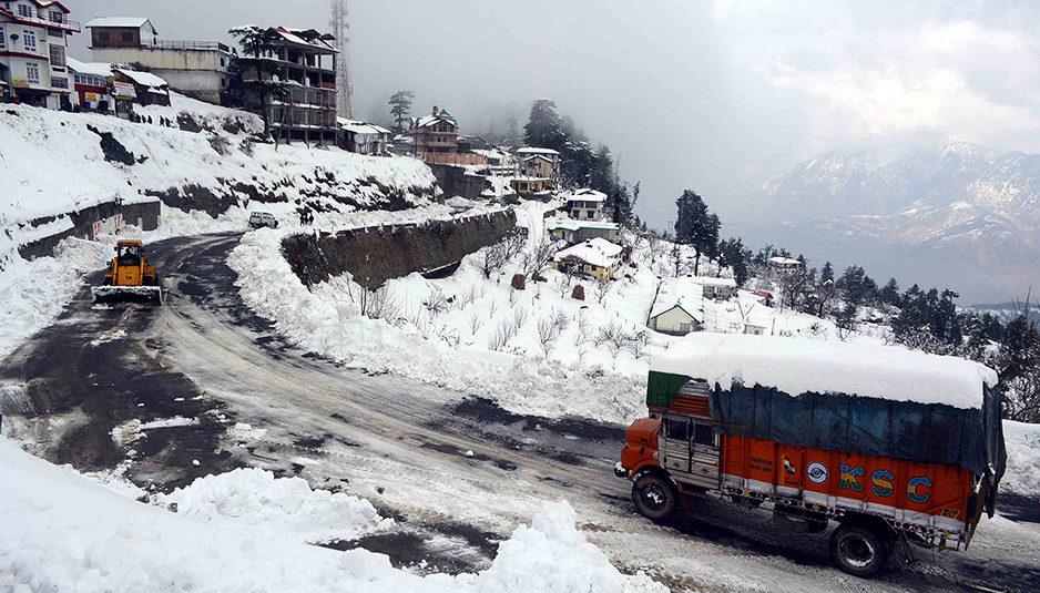 डोडरा क्वार छोड़ जिला में बर्फबारी के कारण प्रभावित हुई सभी सड़कें बहाल