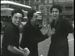 अशोक, अनूप और किशोर कुमार ने 'चलती का नाम गाड़ी' में काम किया