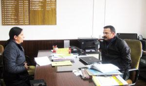 आईएएस अधिकारी संदीप कुमार से हमारी हिम शिमला लाइव की संपादक मीना कौंडल से मुलाकात
