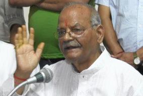 पूर्व केंद्रीय संचार राज्यमंत्री पंडित सुखराम व उनके बेटे अनिल शर्मा ने थामा भाजपा का दामन