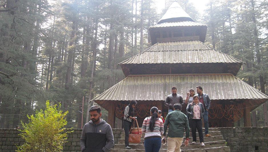 """मनाली के देवदार जंगलों में बसा पैगोडा शैली का कलात्मक मंदिर """"हिडिम्बा"""""""