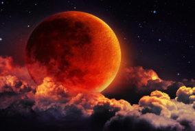 रात 11 बजकर 54 मिनट से होगा शुरू चंद्र ग्रहण, जानें : आप पर क्या होगा असर..?