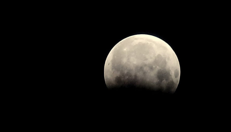 चन्द्रग्रहण : ग्रहण समाप्त होने के बाद कर सकते हैं दान