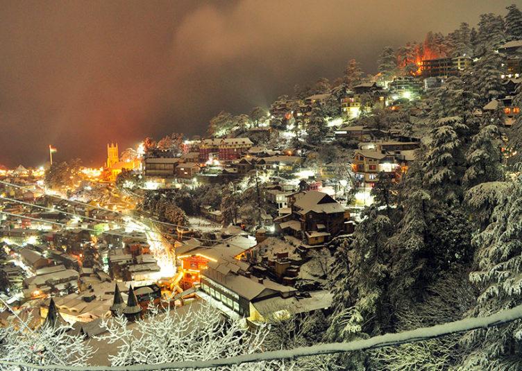 सीजन की पहली बर्फबारी से गुलज़ार हुआ शिमला