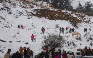 बर्फ के दीदार के लिए पर्यटक शिमला पहुंचे