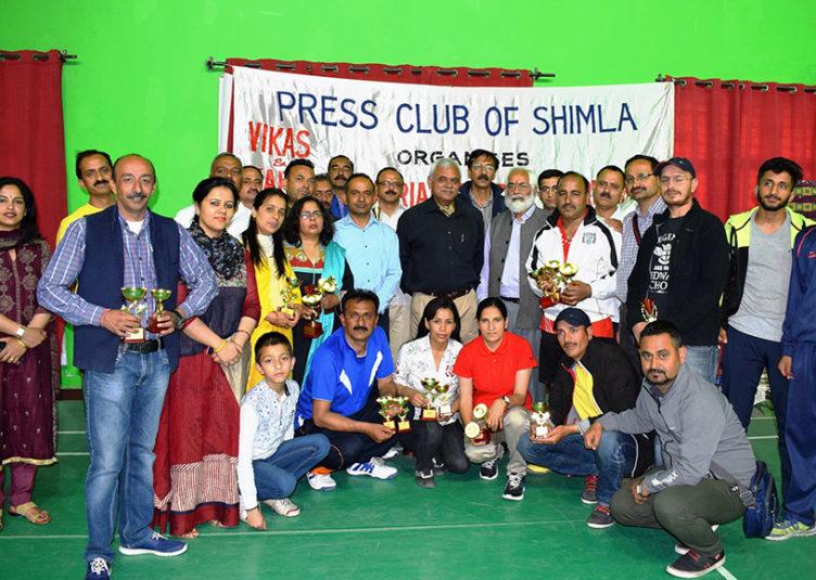 """प्रेस क्लब ऑफ शिमला द्वारा आयोजित """"स्पोर्टस टूर्नामेंट"""" संपन्न, डीसी शिमला ने किया विजेताओं को सम्मानित"""