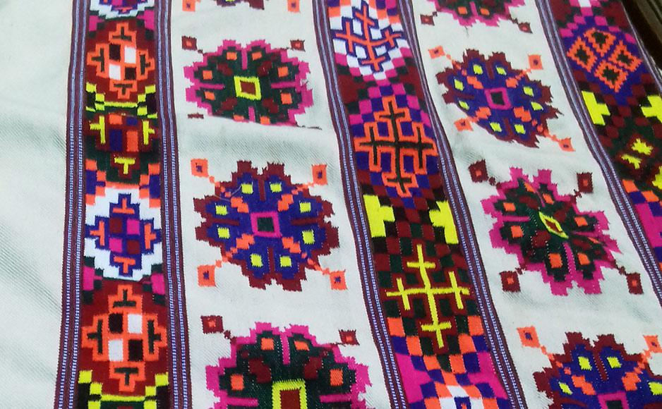 हिमाचल में हाथ से बनाए गए पारम्परिक परिधानों की प्रदेश के साथ-साथ देश-विदेश में भी धूम