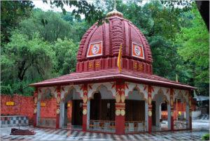 झील के पास मां रेणुका, परशुराम के मंदिर