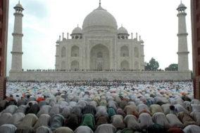 ताजमहल में नमाज़ पढ़ने पर लगी पाबंदियों को चुनौती देने वाली याचिका खारिज