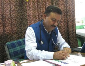 शिमला के इंदिरा गाँधी मेडिकल कॉलेज व अस्पताल (IGMC) के मेडिसिन विभाग के सहायक प्रोफेसर डॉ. प्रेम मच्छान