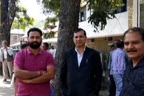 मंडी: सुंदरनगर में धमाका, काम-काज छोड़ अपने घरों और कार्यालयों से बाहर निकले लोग