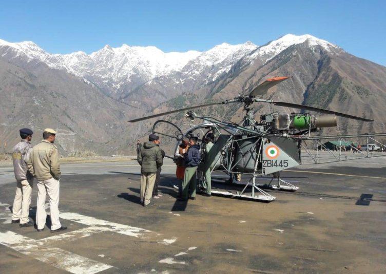 सेना के जवानों सेना के हेलीकॉप्टर से रेस्क्यू किए बर्फ में फंसे 3 युवक