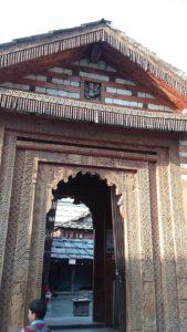 चौथी शैली के मंदिर बंद छतों और पैगोड़ा शैली की छतों का मिश्रण