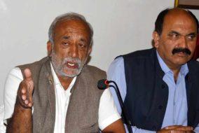 शिमलाः एपीएमसी व सरकार बागवानों की लूट रोकने में नाकाम : सिंघा