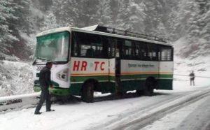 शिमला: बर्फ के कारण कहीं यातायात सुचारू तो कहीं हुआ अवरूद्ध...वाया बसंतपुर चलेंगी रामपुर-किन्नौर की बसें
