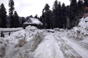 शिमला: जानें बर्फ के कारण कहाँ यातायात बहाल तो कहाँ हुआ अवरूद्ध…