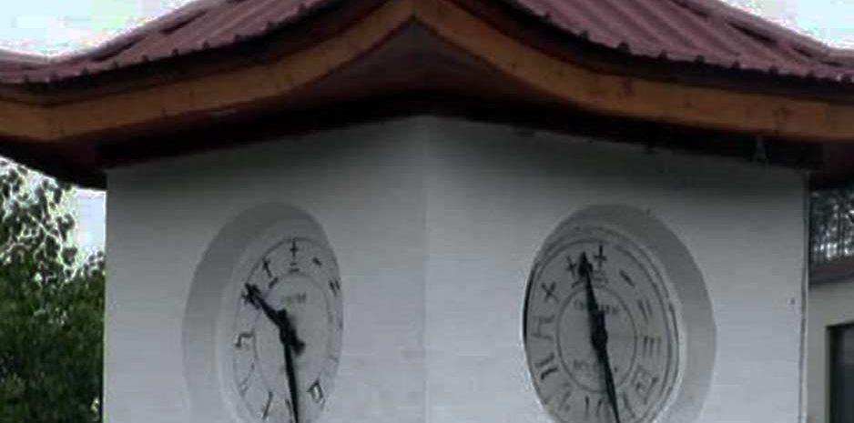 मंडी शहर के ऐतिहासिक घंटाघर की सालों से बंद पड़ी घड़ी को किया ठीक